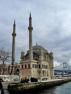 exterior mezquita de ortakoy estambul