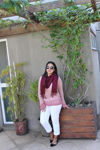 Look confortável de primavera no Sul: calça branca e tricô