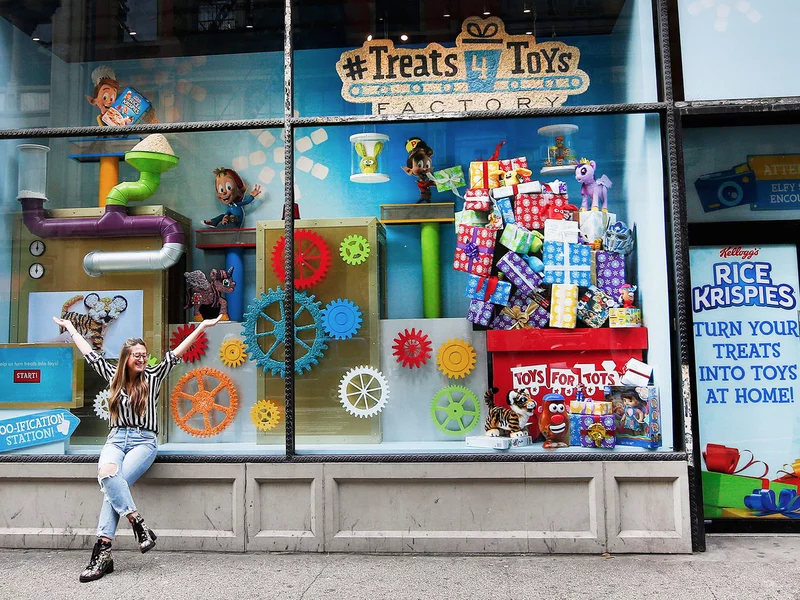 wholesale dealer 7f0b5 5a1fc Kellogg s Activates Crafty,  Treats 4 Toys  Window Display for Rice Krispies