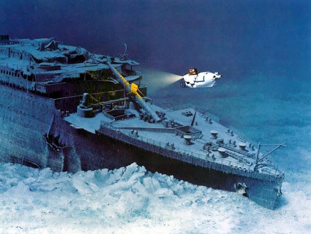 Submarino explorando cada rincón del Titanic
