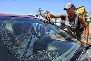 Resultado de imagen para Limpiavidrios en avenidas de la capital dominicana