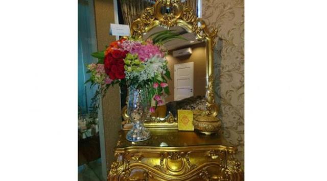 Wow.. Julia Perez Dapat Kiriman Bunga dari Ahok