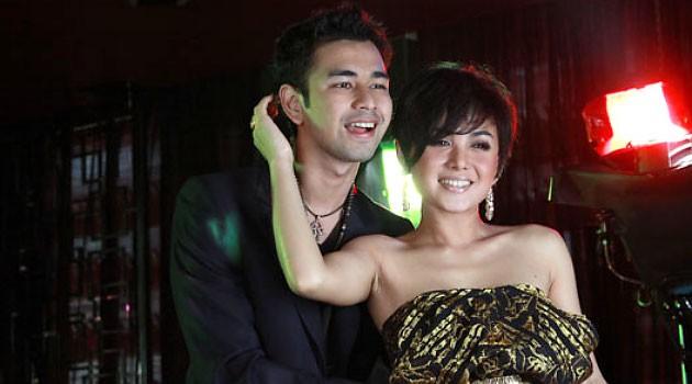 http://loverlem.blogspot.com/2017/10/10-celebrity-indonesia-berstatus-janda.html