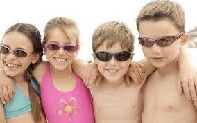 Auch Kinder sollten Sonnenbrillen tragen