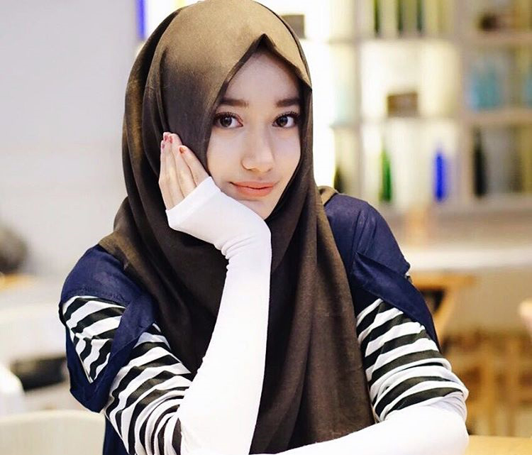 Tengku Syaira Anataya Pemeran Anisa