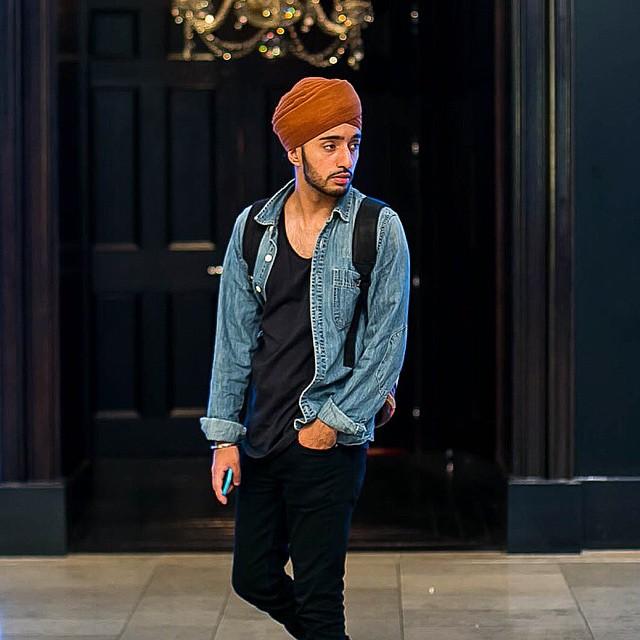 Look com Camisa Jeans e turbante masculino