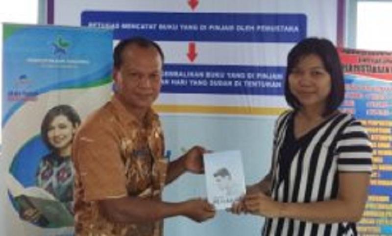 Yayasan Bhakti Lawangkuari Sumbangkan Buku Ke Perpustakaan Daerah Sekadau