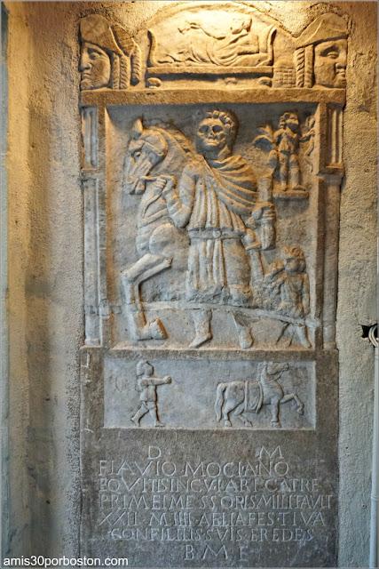 Lápida Romana en el Jardín Interior del Castillo Hammond