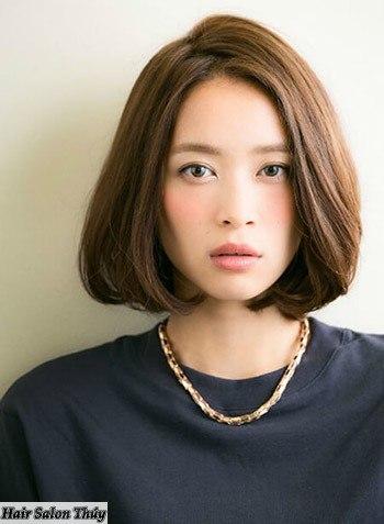 """<img src=""""toc-ngan-uon-cup-cho-mat-dai.jpg"""" alt=""""kiểu tóc uốn cụp đuôi 2017""""/>"""