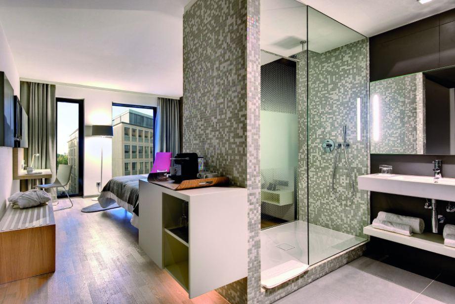 Arredamento design bagno doccia in camera da letto kaldewei for Arredo bagno doccia