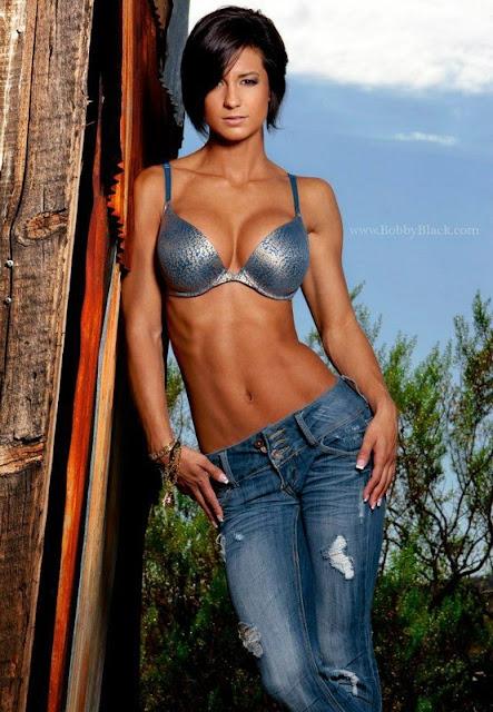 Cristina Vujnich - IFBB Bikini Pro