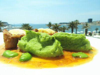Pire od boba s piletinom na gulaš / Broad bean puree with chicken goulash