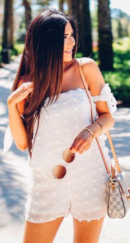 how to style a plaid bag _ sunglasses + white set