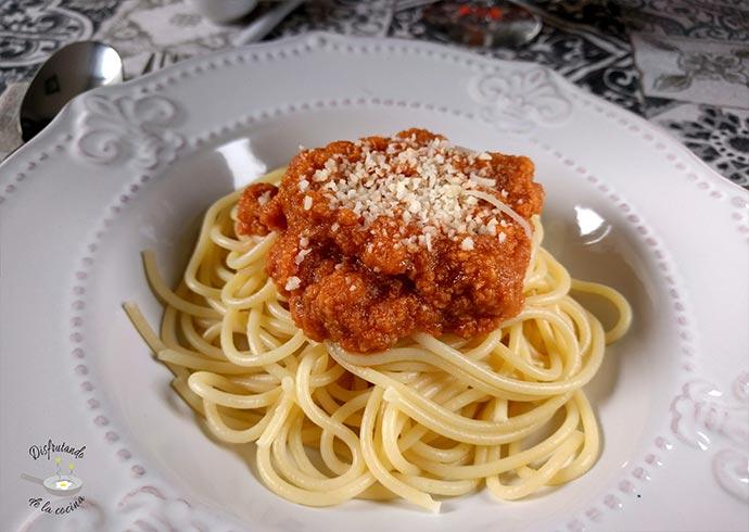 Salsa boloñesa con un toque especial (Receta fácil)