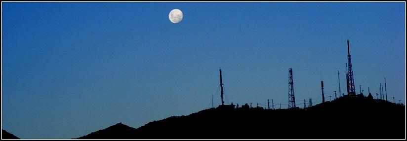 Luna sobre el Co. Arco - Las Heras - MENDOZA