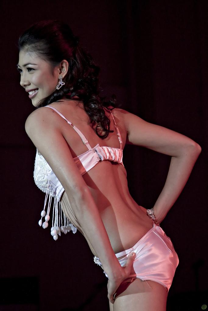 saicy aguila sexy bikini pics 01