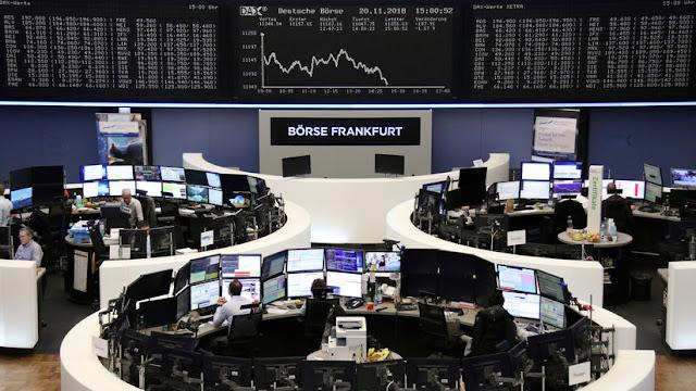 Wall Street se toma un feriado y las bolsas europeas caen
