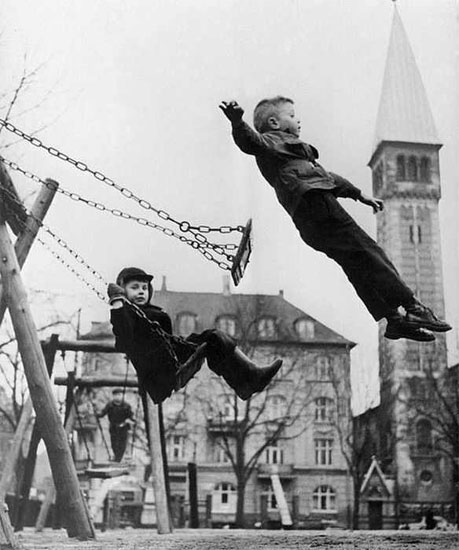 boys-on-swings