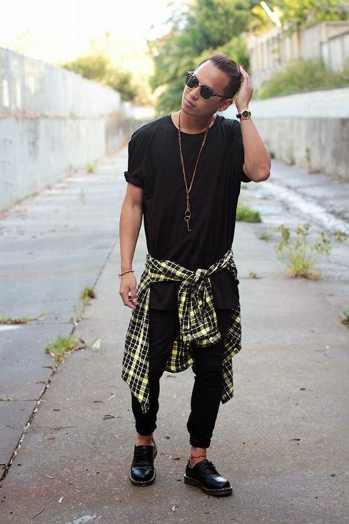 Look Masculino All Black com Camisa Xadrez Amarrada Na Cintura