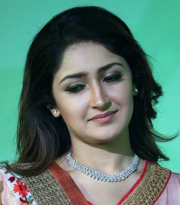 Indian Actress Sayesha Saigal Smiling Face Close Up Stills