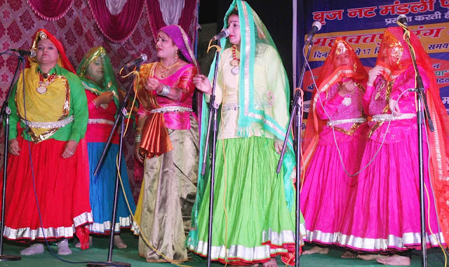 In the Mahavatpur Rang Mahotsav, performers of the songs of Pad Padmavat, Birju Bhai Kamal