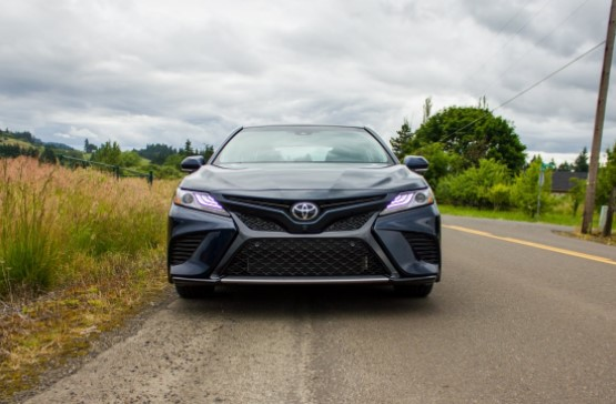 2019 Toyota Camry, Camry Hybrid Gain Big MPG for 2019