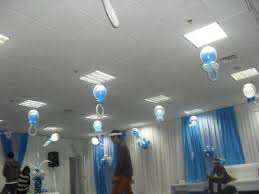 Dekorasi bentuk lampion dipasang dilangit-langit atau di plafon