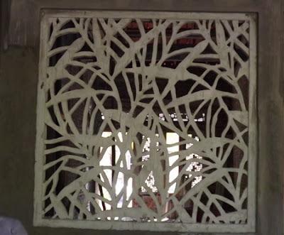 krawangan motif floral daun-daunan