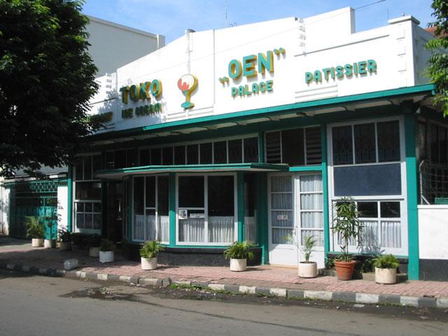 Wisata kuliner Malang Toko Oen (1930)