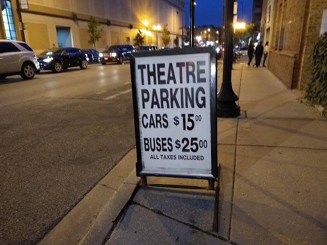 Чикаго, парковка у театра