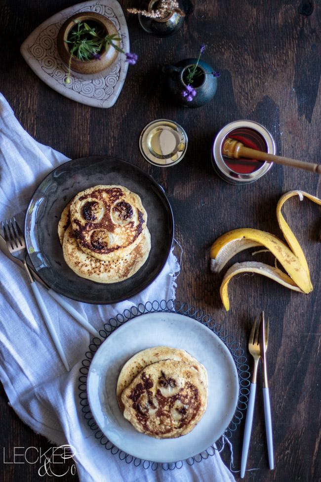 leckerundco, lecker co, lecker & co, lecker, leckerundco.de, foodblog, nürnberg, foodfotografie, mittelfranken, tina kollmann, foodpics, kochen, backen, fotografie, rezept, pancakes, breakfast, frühstück pfannkuchen, pan cakes, sonntagsfrühstück, sirup, bananen pancakes, banane, früchte, wochenende, ausgiebig, soft