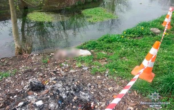 На Буковині на березі річки знайшли пакет з тілом немовляти