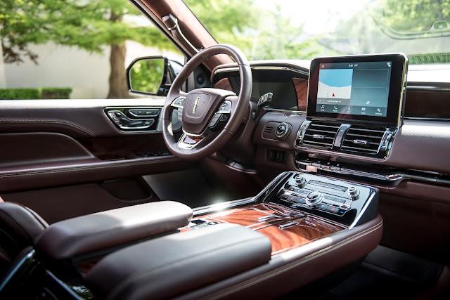 Interior view of 2018 Lincoln Navigator 4X4 Black Label with Destination theme