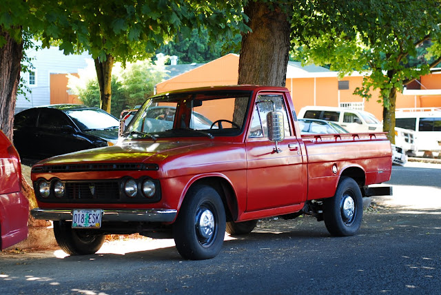 Old Parked Cars 1971 Toyota Hilux