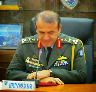 ed9dcc048f6 Λίγα και καλά...: Γιατί οι ευθύνες στο Στρατό;