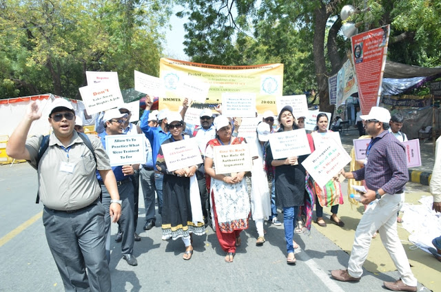 National M.Sc Medical Teachers' Association (NMMTA)  protests reach National Capital over new rules on diagnostic laboratory