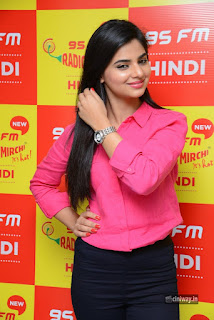 Kamna-Ranawat-Stills-at-Radio-Mirchi-Selfie-Raja-Team