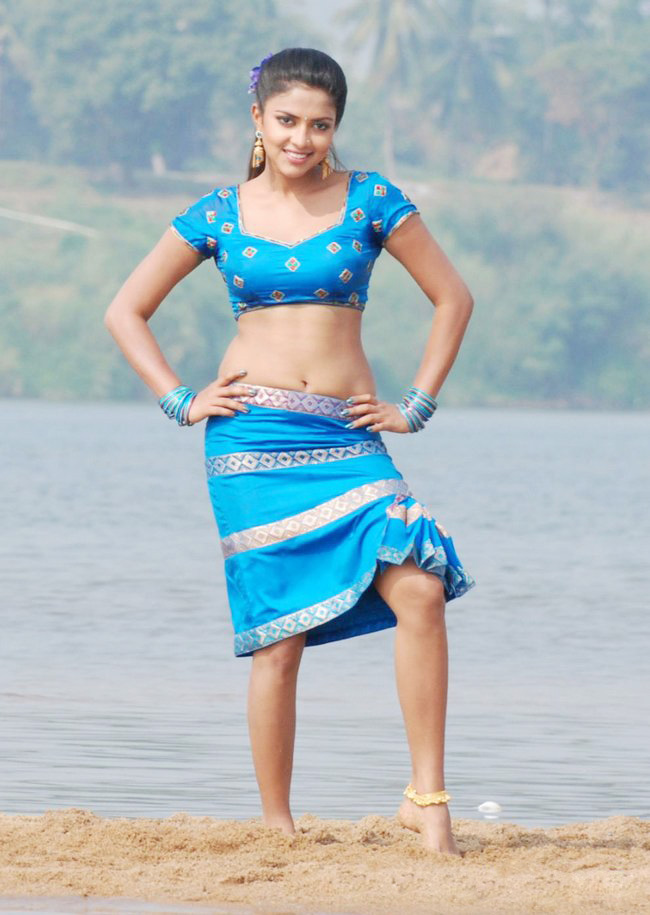 Amala paul sexy navel Images from vettai movie
