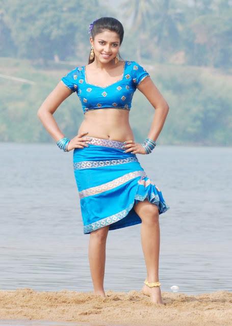 Amala paul sexy navel Images from vettai movie
