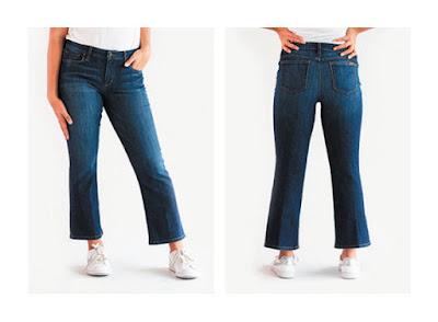 Укороченные расклешенные джинсы на фигуре песочные часы