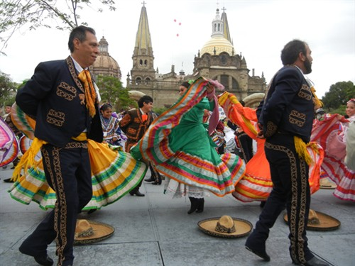 mexico sets guiness record for largest folk dance salsa circuit latin news salsa music salsa. Black Bedroom Furniture Sets. Home Design Ideas