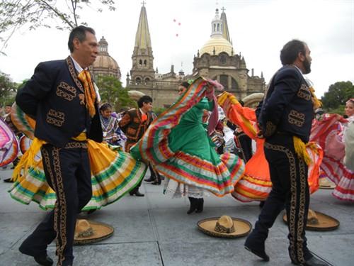 mexico sets guiness record for largest folk dance salsa circuit latin news salsa music salsa. Black Bedroom Furniture Sets. Home Design Ideas