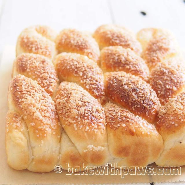 Sugared Bread Twist