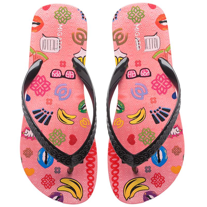 73bd4429b1b Γυναικείες σαγιονάρες σε φωτεινά χρώματα, με ευφάνταστα διακοσμητικά  στοιχεία και χαρούμενα prints, jelly sandals για βόλτες στην παραλία, αλλά  και πολλές ...