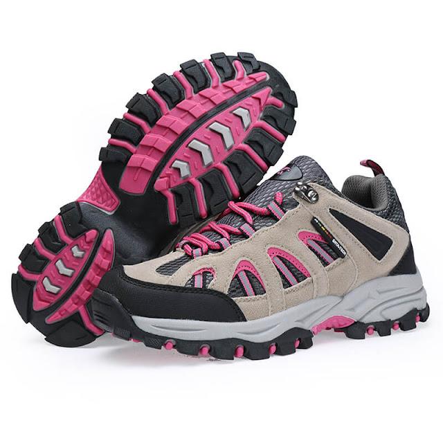 Daftar Rekomendasi Sepatu Gunung Wanita yang Keren dan Tentunya Aman Digunakan