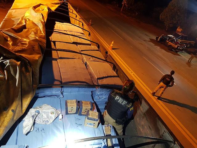 PRF apreende mercadorias ilegais em carreta
