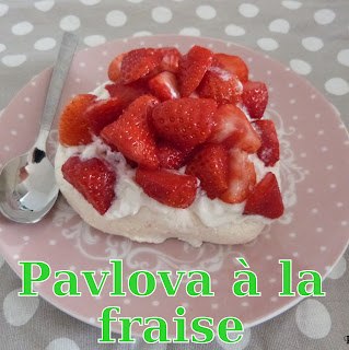 http://danslacuisinedhilary.blogspot.fr/2014/04/special-paques-mini-pavlova-la-fraise.html