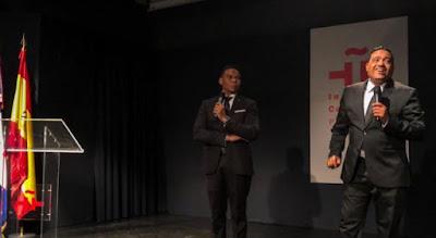 Los humoristas dominicanos Raymond Pozo y Miguel Céspedes presentan Show fuera de serie