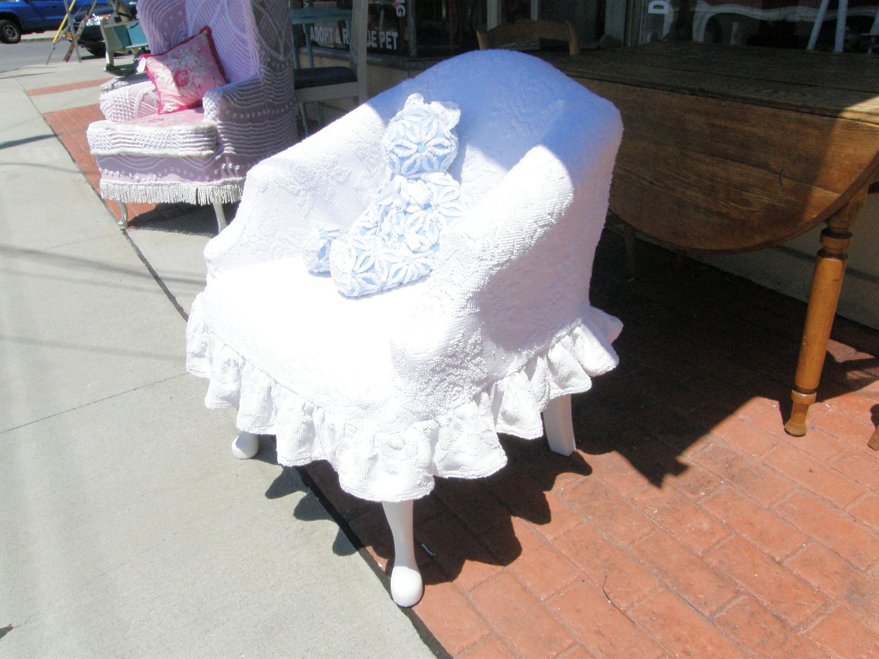 Rose Sofa Slipcover Best Selling Vintage Chic Furniture Schenectady Ny: Super Cute Chair ...
