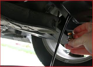 pernahkah anda mendengar bahwa mengganti oli mesin kendaraan baik itu motor ataupun mobil Mitos Ganti Oli Saat Mesin Panas Bisa Rusak Baut